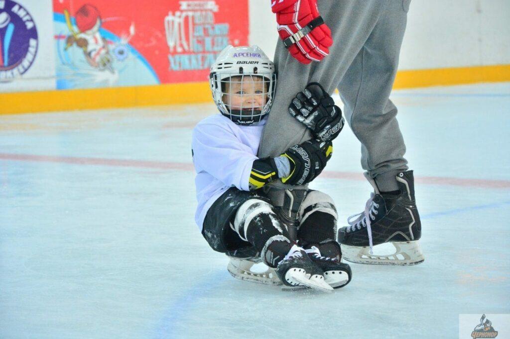 начать играть в хоккей
